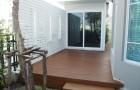 พื้นไม้เทียม และการเลือกใช้ฉากบังตาสำหรับพื้นที่พักผ่อนภายนอกบ้าน