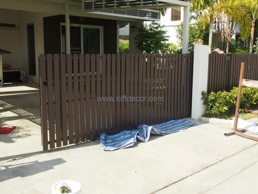 ระแนงไม้เทียม,ประตูรั้วหน้าบ้าน
